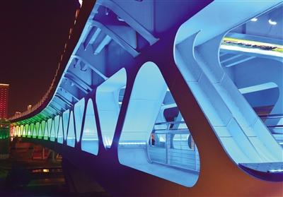 """""""桥""""——西宁新变化"""
