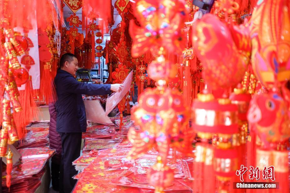 春节藏历新年临近 拉萨街头年味浓