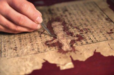 古籍修复师王志江:十四年修复古书两千册