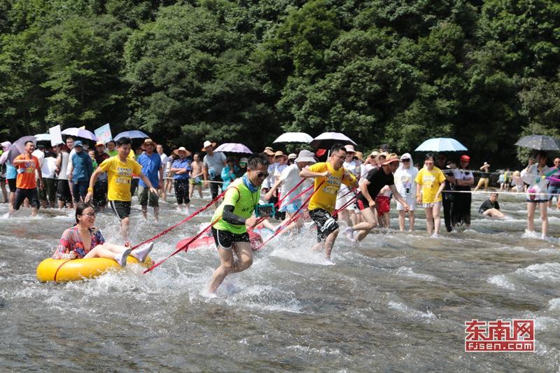 屏南白水洋:泼水狂欢 清凉度夏