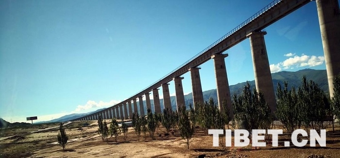 """中国的自信与实力 实拍""""世界绝无仅有的工程""""川藏铁路目前进展"""