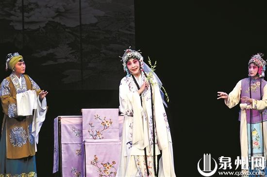 梁谷音在《牡丹亭》饰杜丽娘
